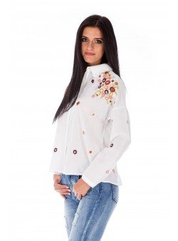 Bluză albă cu broderie florală