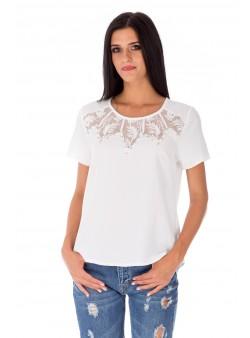 Bluză albă cu accesorii metalice