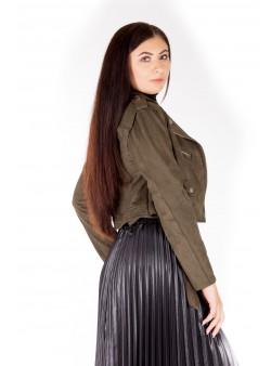 Jacheta scurta cu fermoare metalice