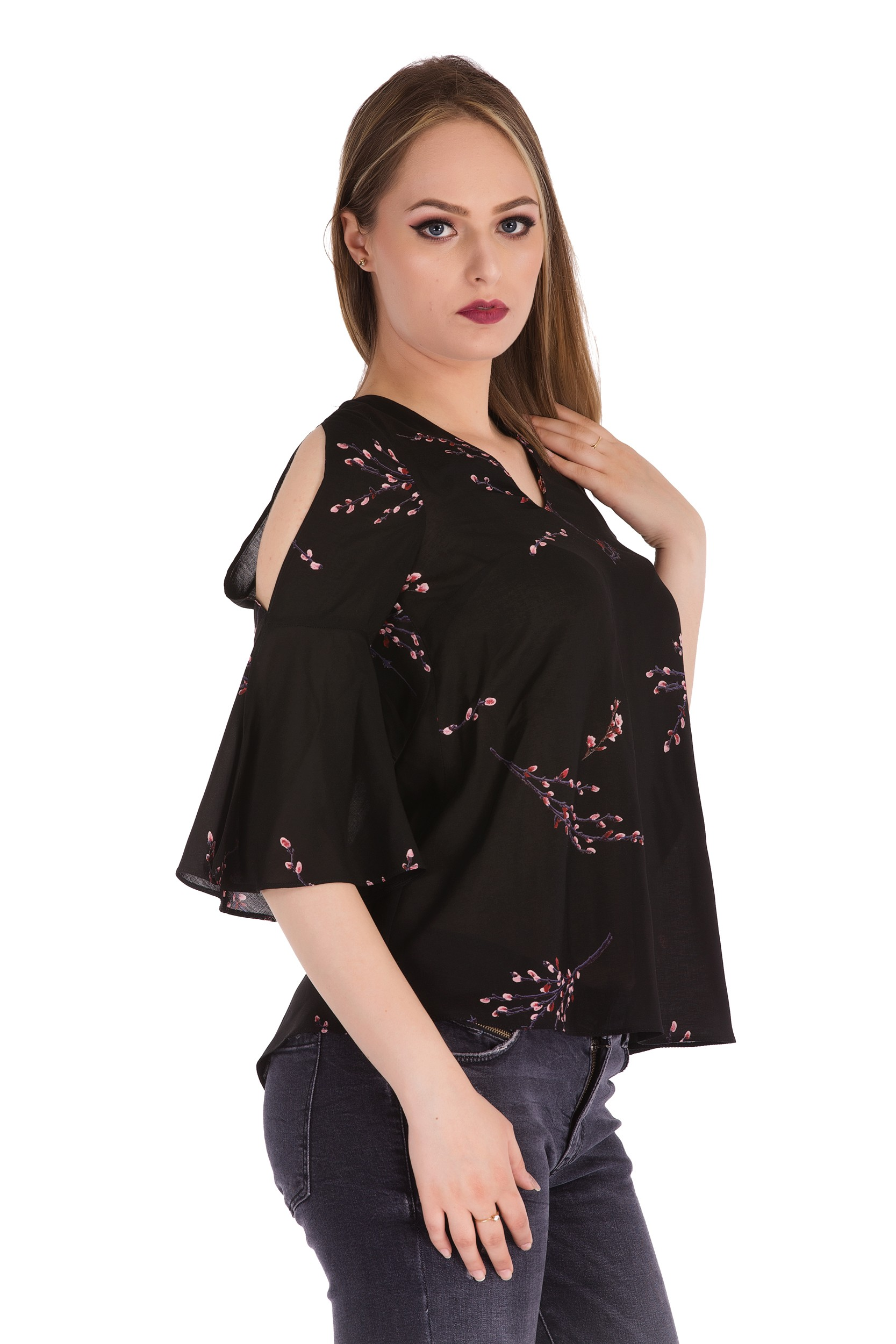Bluza cu imprimeu floral si decupaj pe maneca