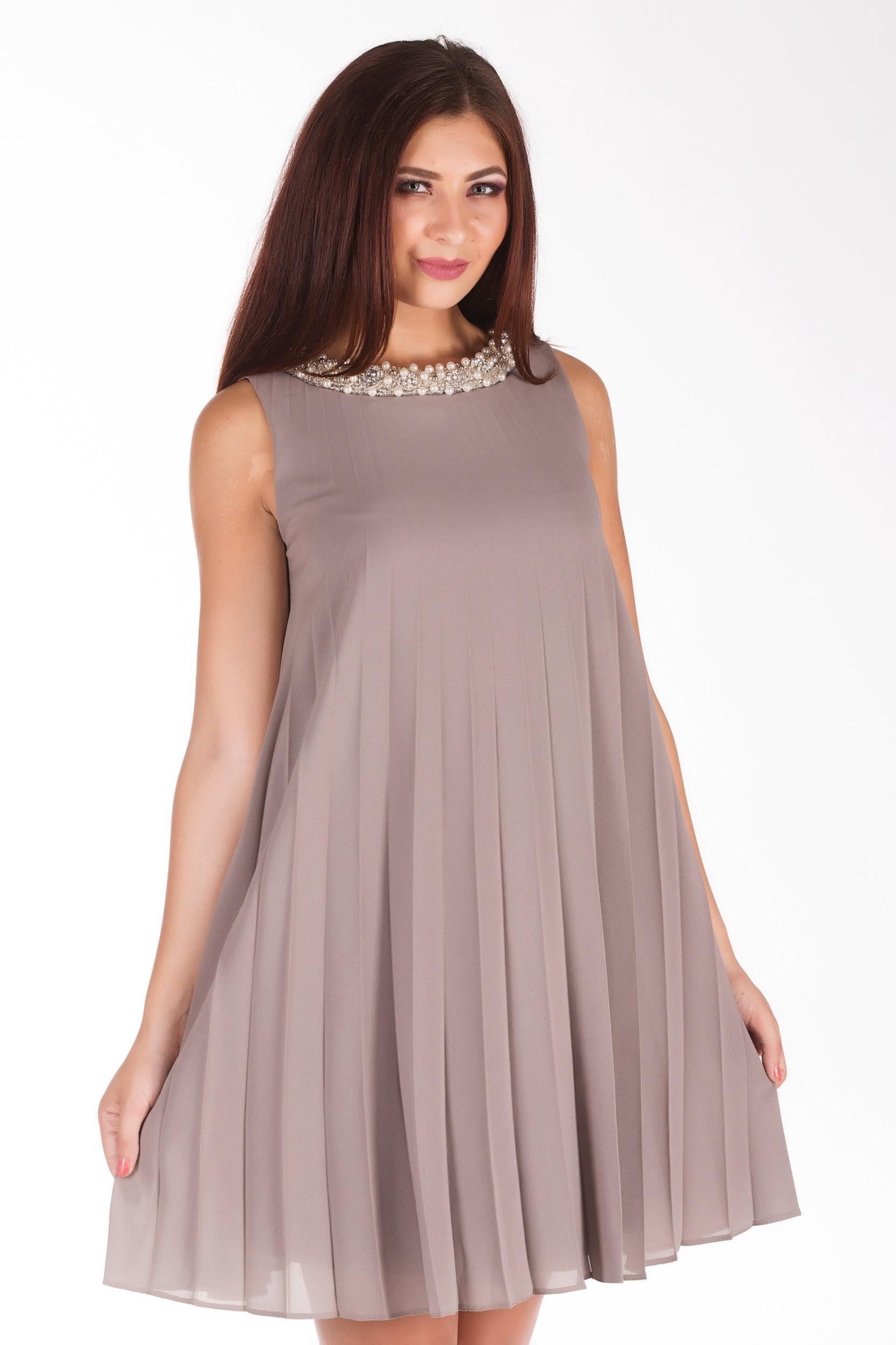 Rochie accesorizata cu perle