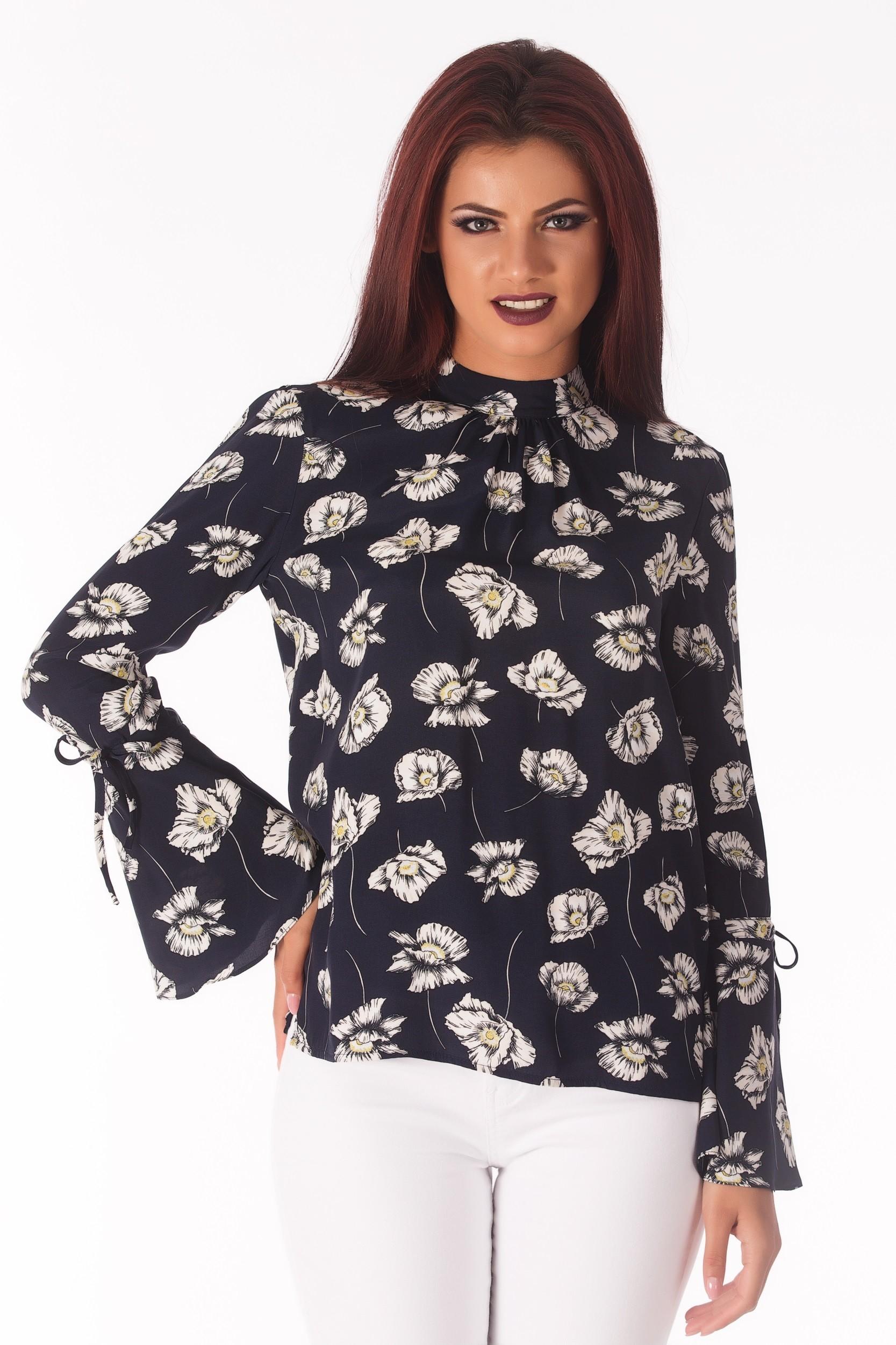 Bluza cu imprimeu floral si maneca clopot