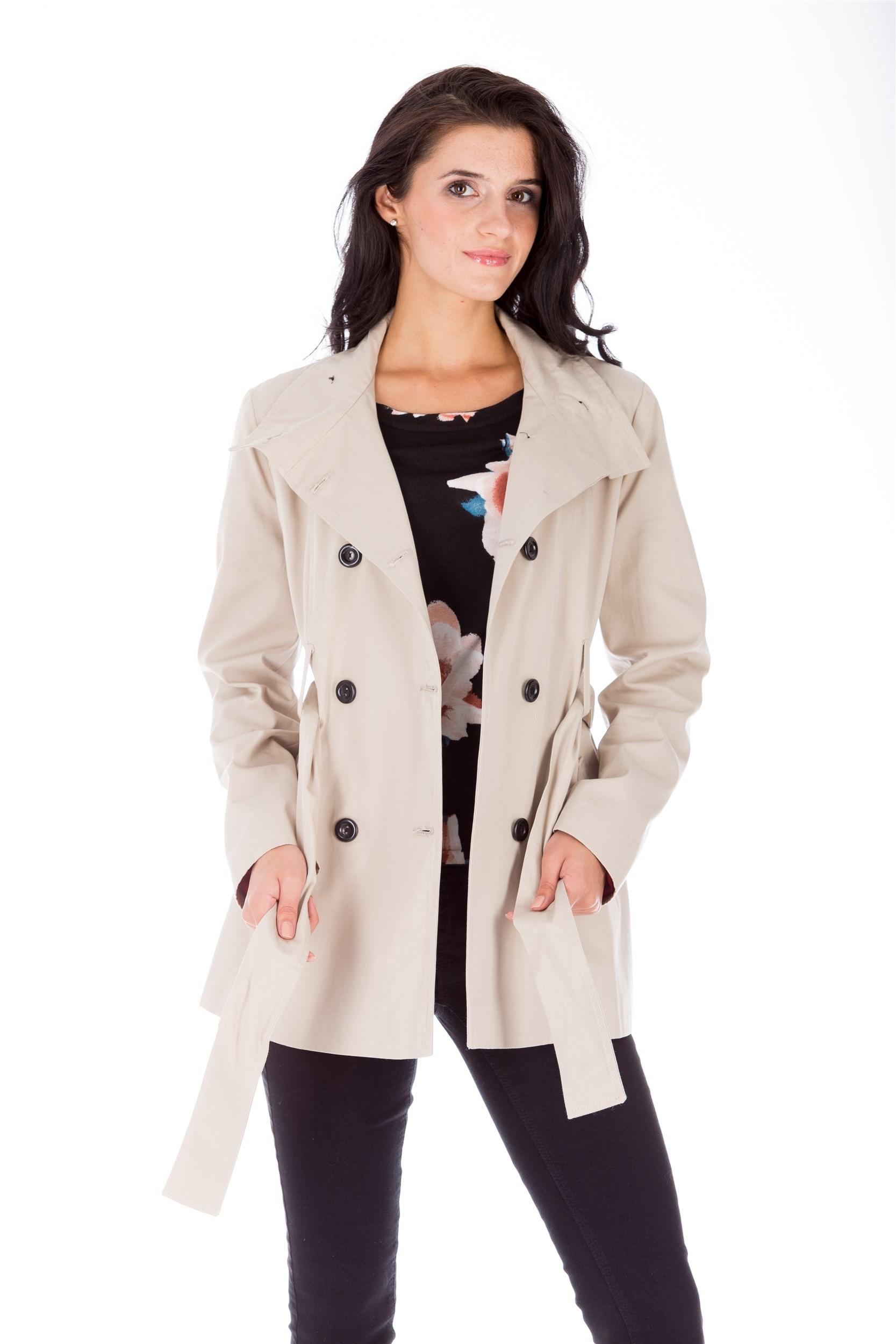 Jachetă bej cu două rânduri de nasturi