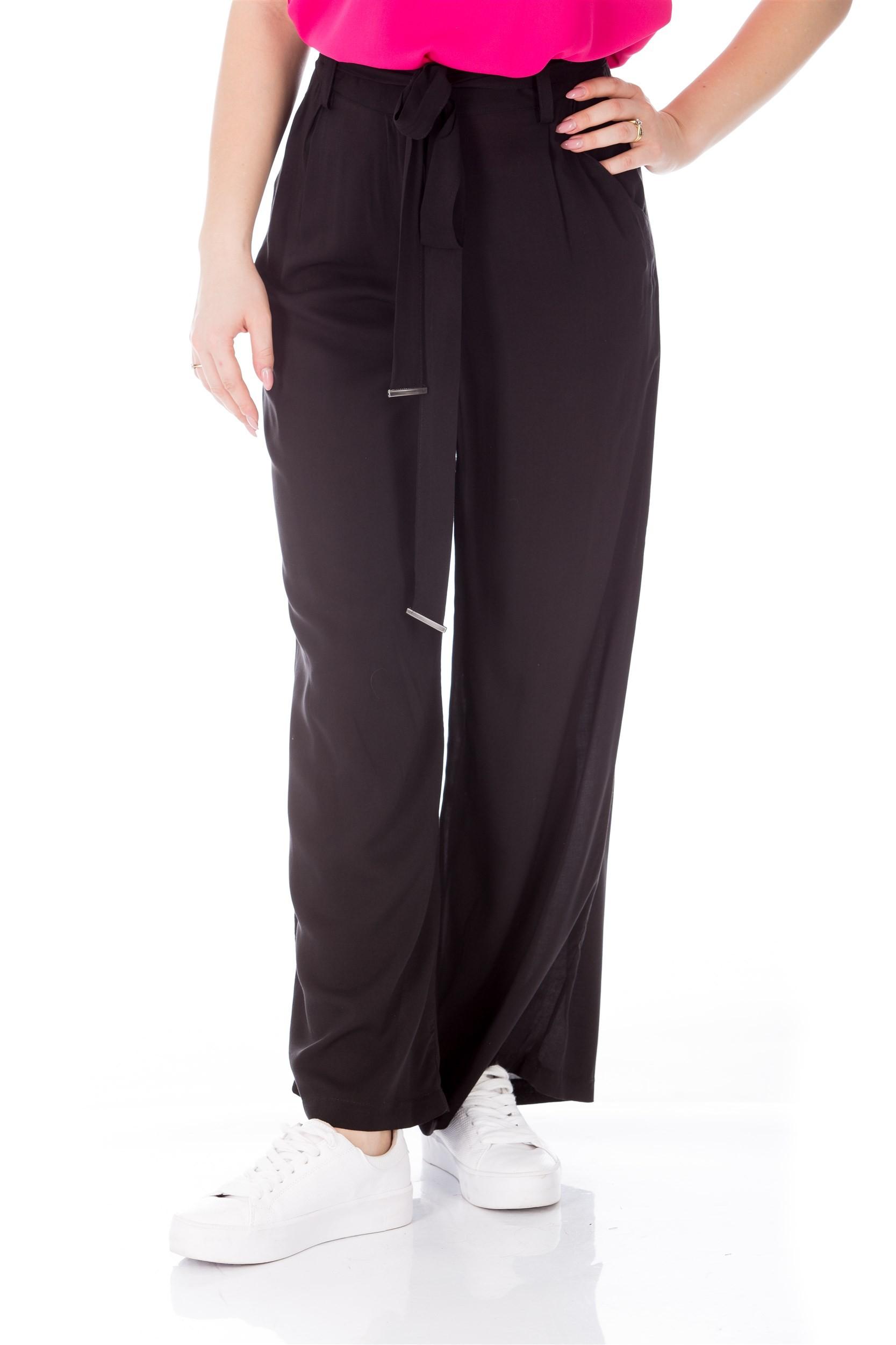Pantaloni negri evazati cu talie inalta