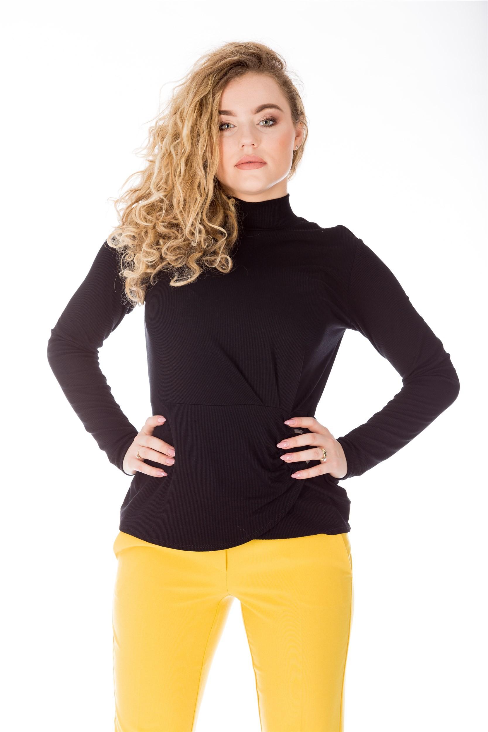 Bluza neagra cambrata din material reiat