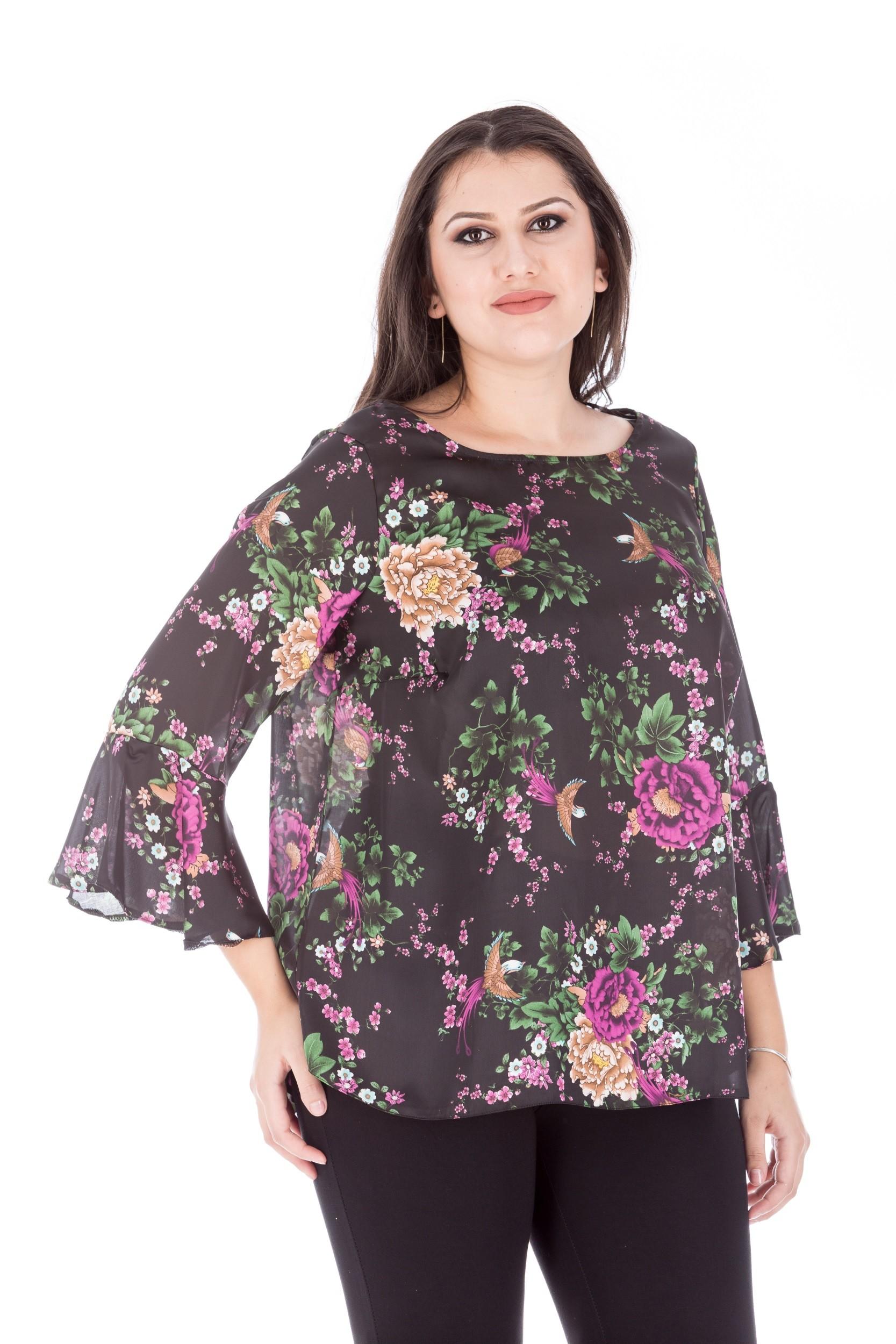 Bluza cu imprimeu floral si maneca evazata