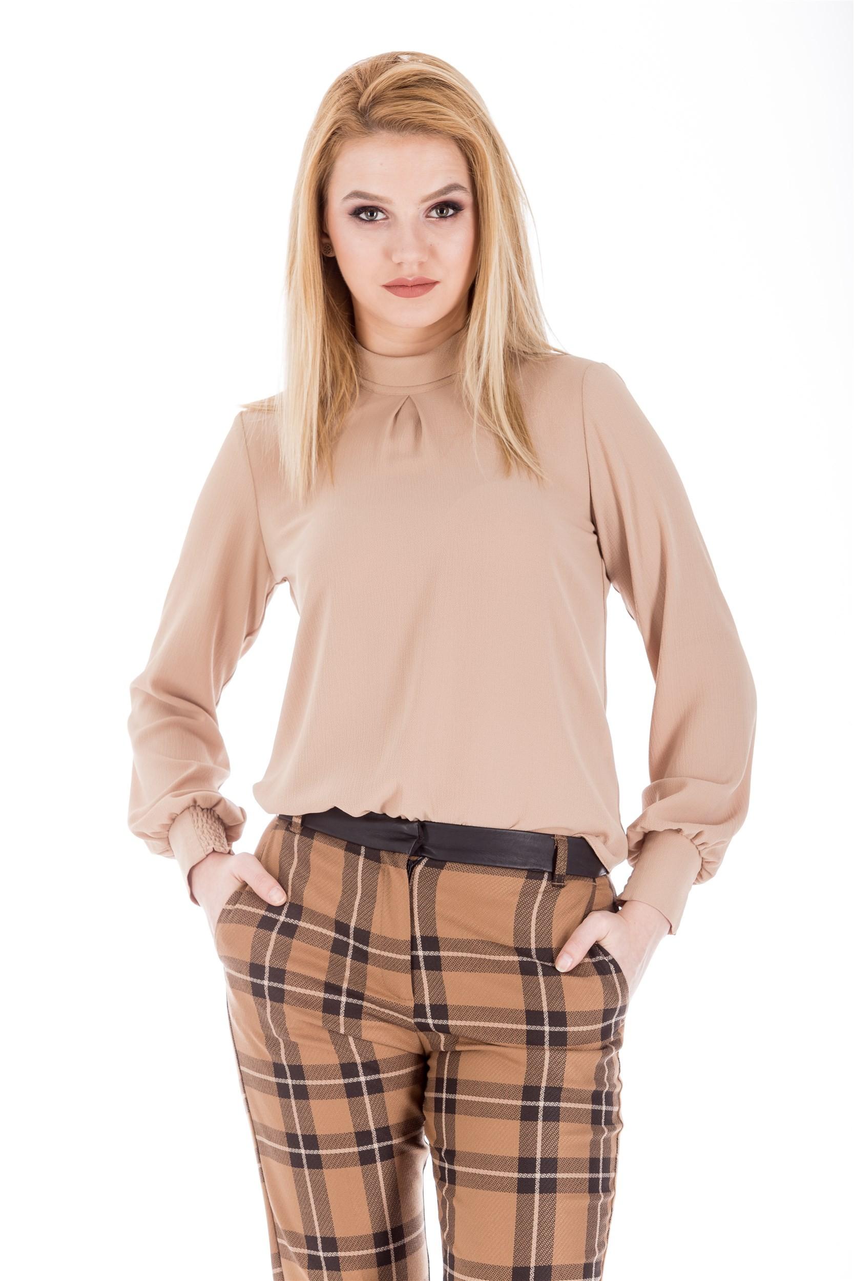 Bluza accesorizata cu funda pe spate