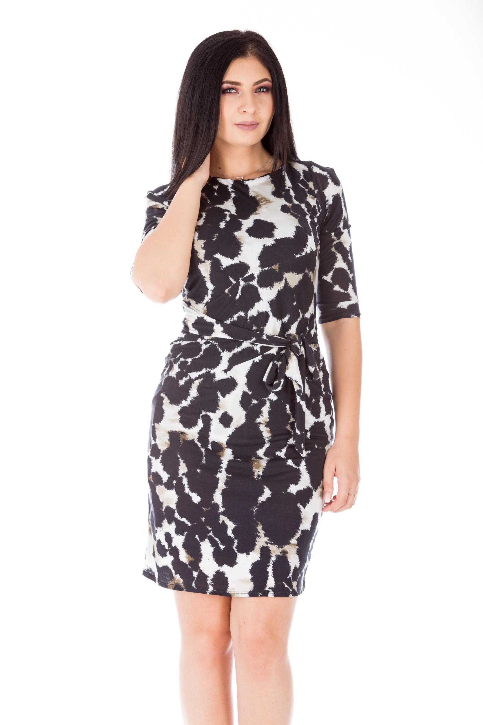 Rochie alb-negru scurtă cambrată